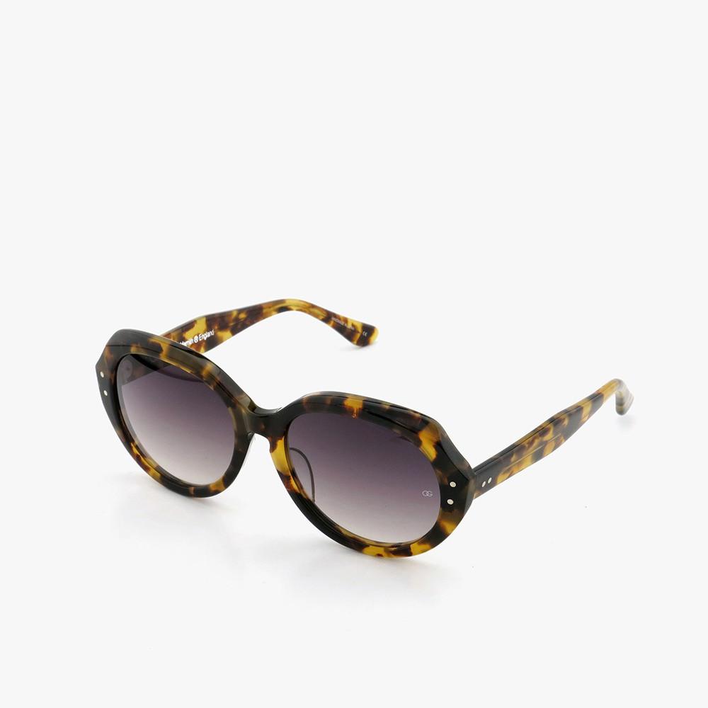 オードリー ヘプバーンが映画「シャレード」で使用したサングラス、メーカー在庫最後の1本が入荷しました[ HEP/ヘップ Leopard ]