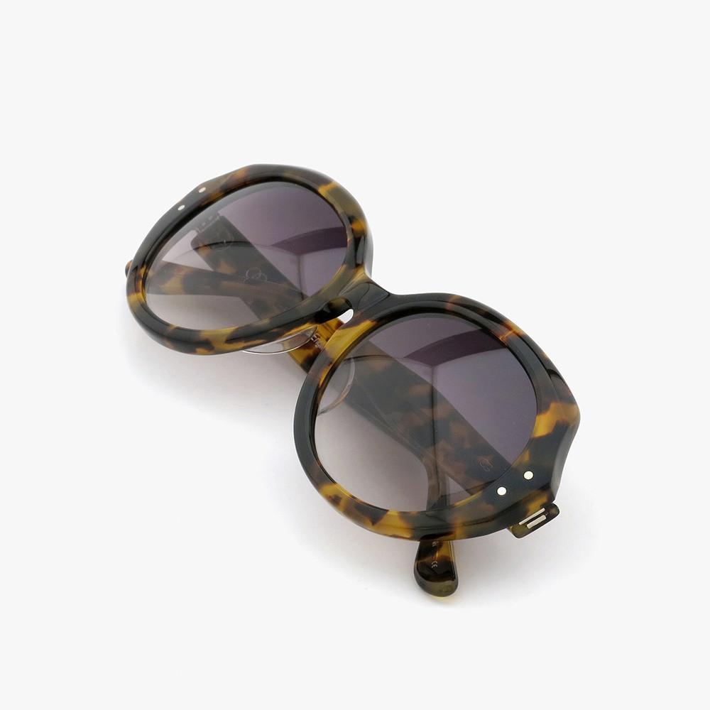 オードリー ヘプバーンが映画「シャレード」で使用したサングラス、メーカー在庫最後の1本が入荷しました[ HEP/ヘップ Leopard ]04